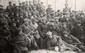 У разведчиков 48-й армии. В.Поляков (внизу), 1944 г.
