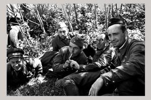 В центре Константин Симонов. Фото Павла Трошкина (Погиб в 1944 г.).